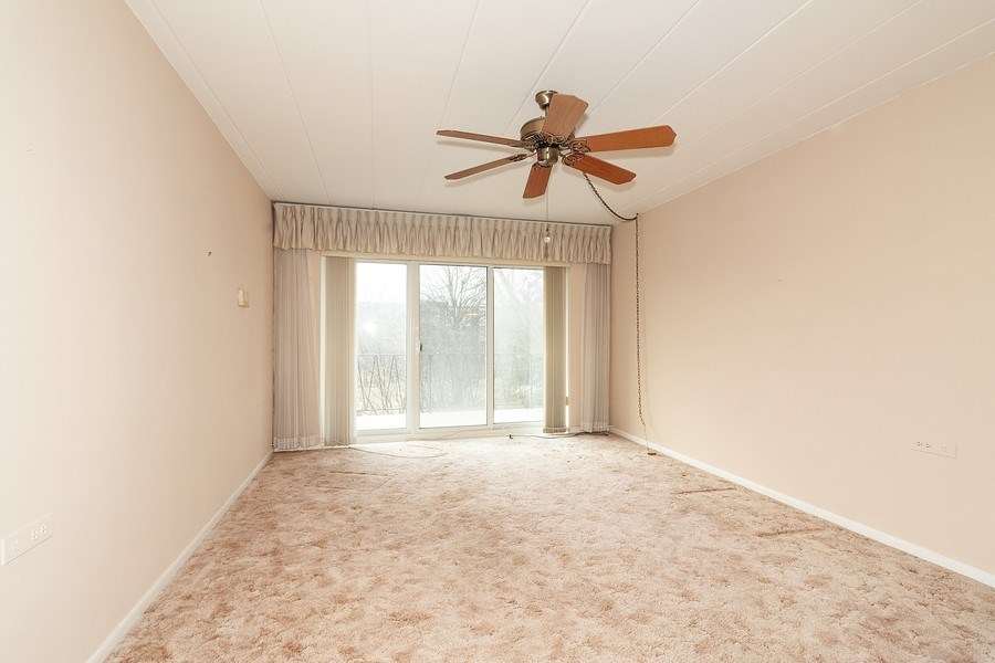 Real Estate Photography - 5300 Walnut Ave, 18C, Downers Grove, IL, 60515 - Living Room