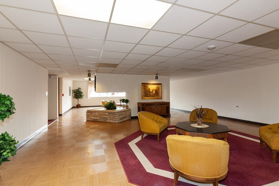 Real Estate Photography - 5300 Walnut Ave, 18C, Downers Grove, IL, 60515 - Lobby