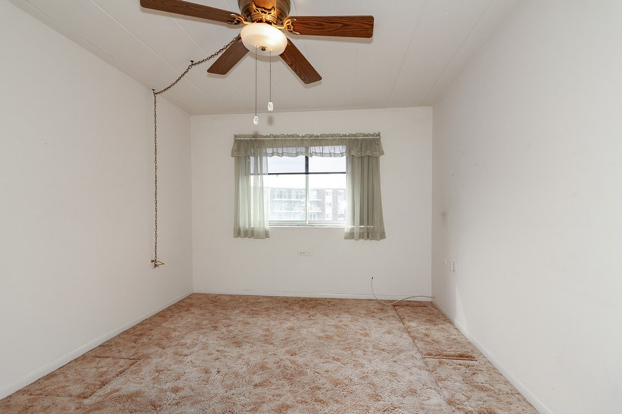 Real Estate Photography - 5300 Walnut Ave, 18C, Downers Grove, IL, 60515 - 2nd Bedroom