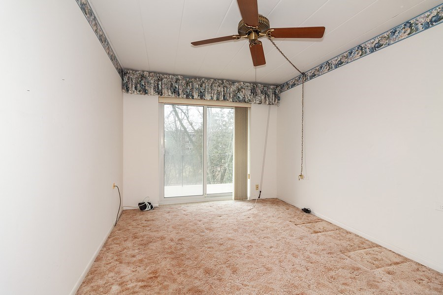 Real Estate Photography - 5300 Walnut Ave, 18C, Downers Grove, IL, 60515 - Bedroom