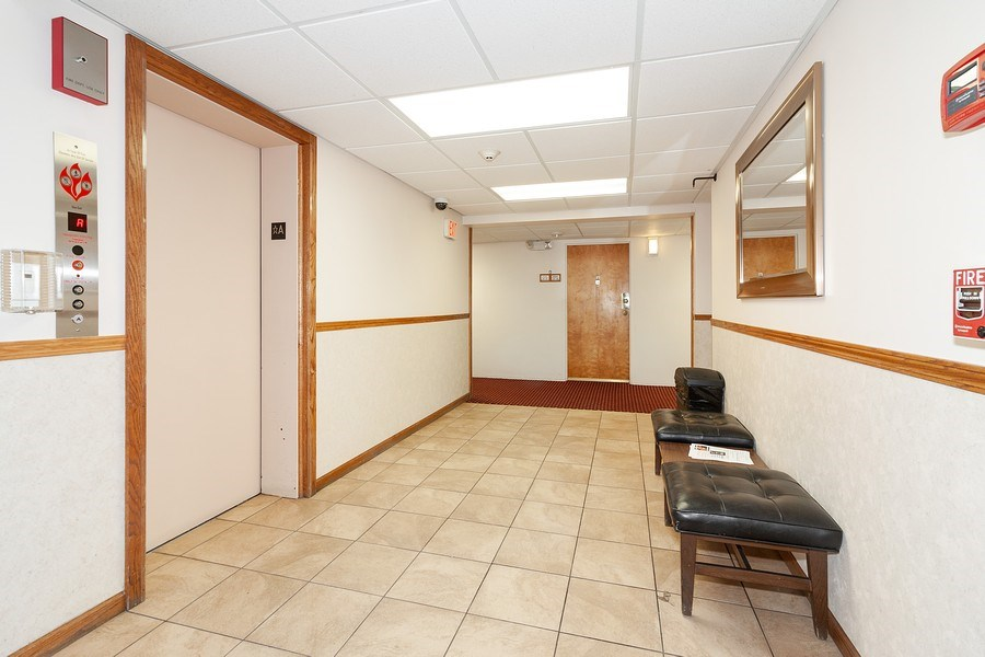Real Estate Photography - 5300 Walnut Ave, 18C, Downers Grove, IL, 60515 - Hallway