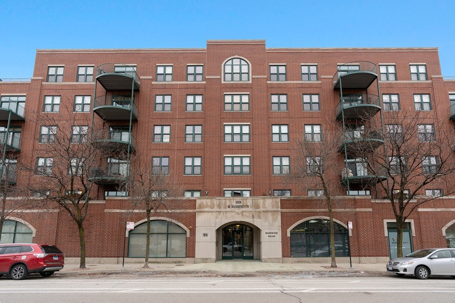 Real Estate Photography - 1301 W. Washington, Unit 306, Chicago, IL, 60607 - Front View