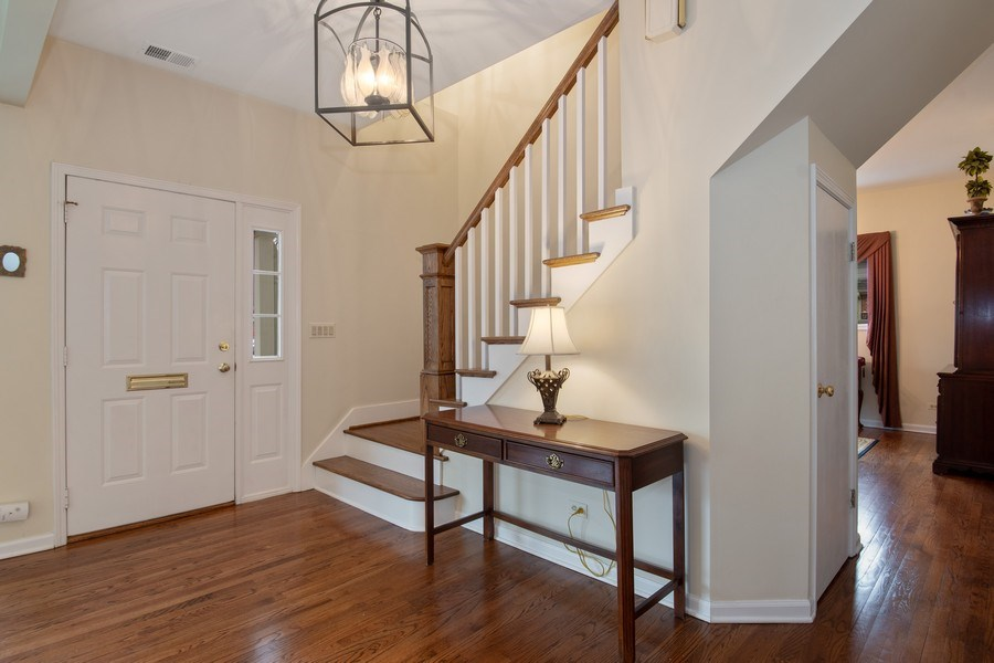 Real Estate Photography - 2542 Illinois Road, Northbrook, IL, 60062 - Foyer