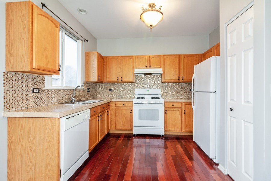 Real Estate Photography - 11s520 Rachael Court, Willowbrook, IL, 60527 - Kitchen