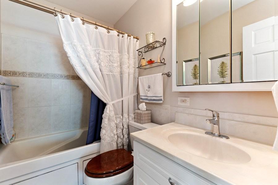 Real Estate Photography - 21W510 Buckingham Road, Gen Ellyn, IL, 60137 - Bathroom
