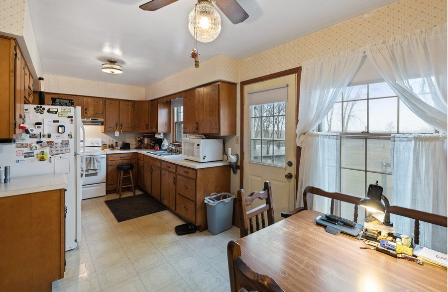 Real Estate Photography - 1412 E. Corning Road, Beecher, IL, 60401 - Kitchen / Breakfast Room