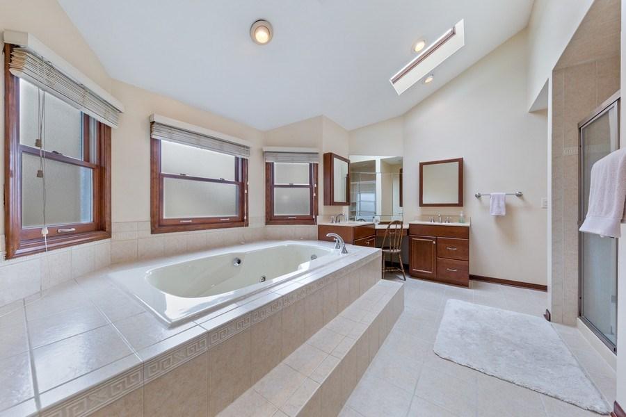 Real Estate Photography - 8495 DOLFOR COVE, BURR RIDGE, IL, 60527 - Master Bathroom