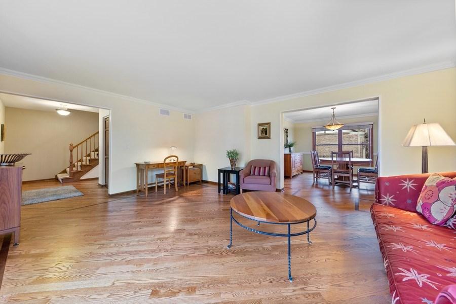 Real Estate Photography - 8495 DOLFOR COVE, BURR RIDGE, IL, 60527 - Living Room