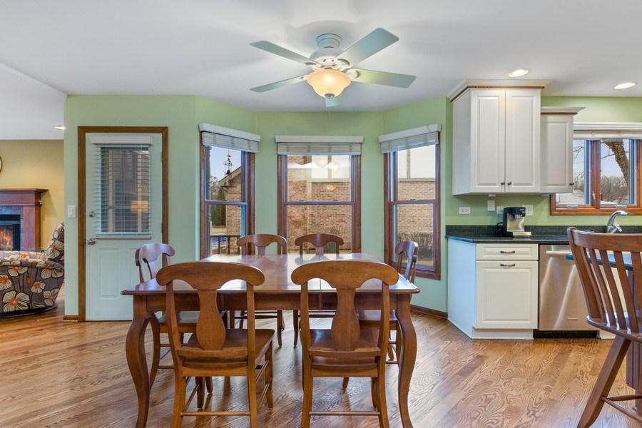 Real Estate Photography - 8495 DOLFOR COVE, BURR RIDGE, IL, 60527 - Kitchen