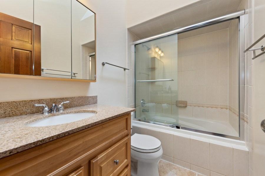 Real Estate Photography - 8495 DOLFOR COVE, BURR RIDGE, IL, 60527 - Bathroom