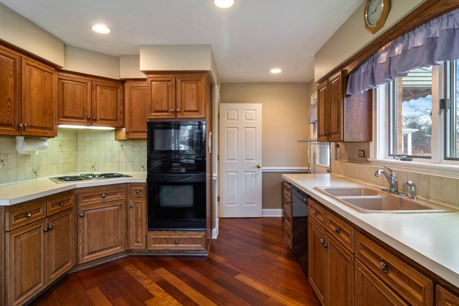 Real Estate Photography - 707 W Dresser Dr, Mount Prospect, IL, 60056 - Kitchen