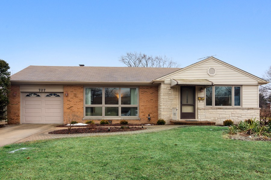 Real Estate Photography - 707 W Dresser Dr, Mount Prospect, IL, 60056 - Front View