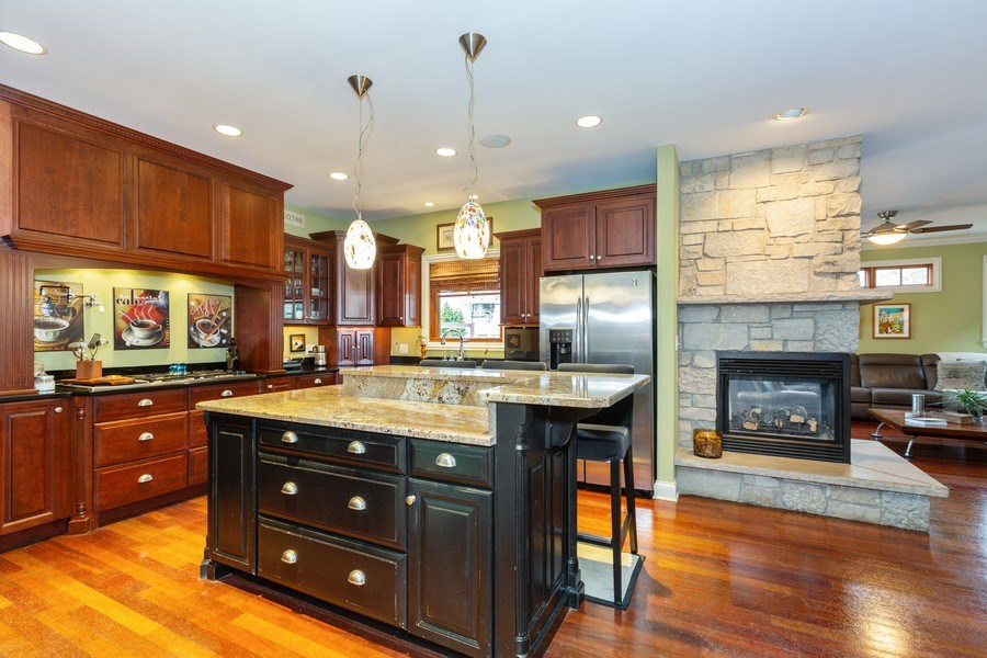 Real Estate Photography - 744 Farley Place, Downers Grove, IL, 60515 - Kitchen