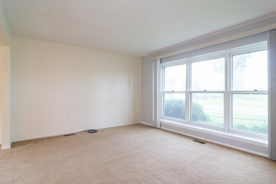 Real Estate Photography - 330 Ronnie Drive, Buffalo Grove, IL, 60089 - Living Room
