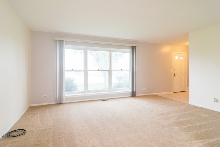 Real Estate Photography - 330 Ronnie Drive, Buffalo Grove, IL, 60089 - Foyer/Dining Room