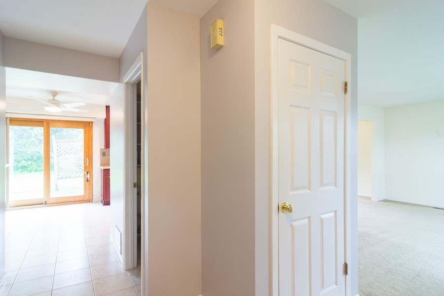 Real Estate Photography - 330 Ronnie Drive, Buffalo Grove, IL, 60089 - Entryway