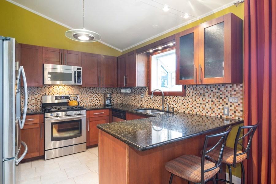 Real Estate Photography - 983 Shady Tree Lane, Wheeling, IL, 60090 - Kitchen