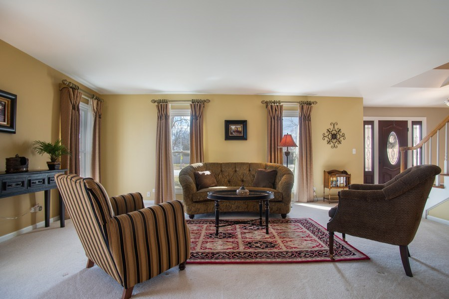 Real Estate Photography - 204 Plum Grove Circle, Arlington Heights, IL, 60004 - Living Room
