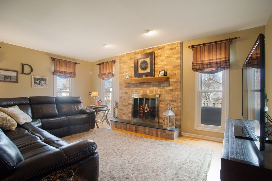 Real Estate Photography - 204 Plum Grove Circle, Arlington Heights, IL, 60004 - Family Room