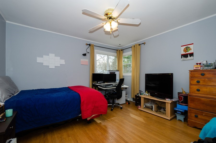 Real Estate Photography - 28 Ardmore, Glenview, IL, 60025 - 2nd Bedroom