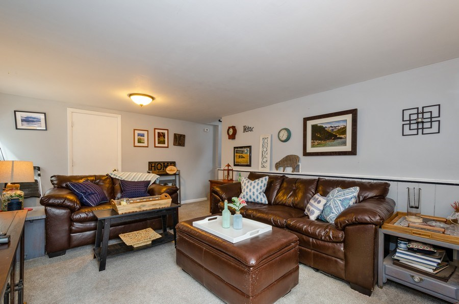 Real Estate Photography - 28 Ardmore, Glenview, IL, 60025 - Family Room