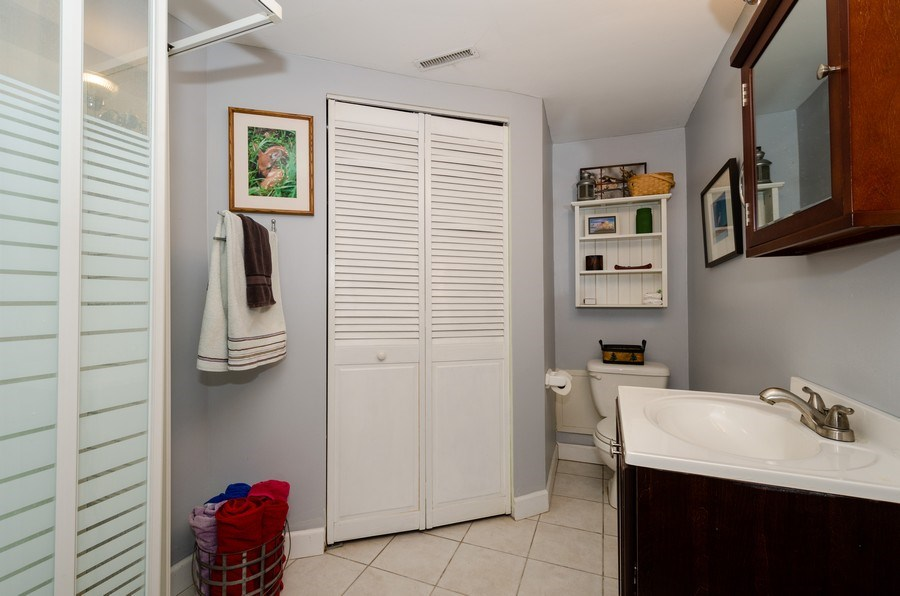 Real Estate Photography - 28 Ardmore, Glenview, IL, 60025 - 2nd Bathroom