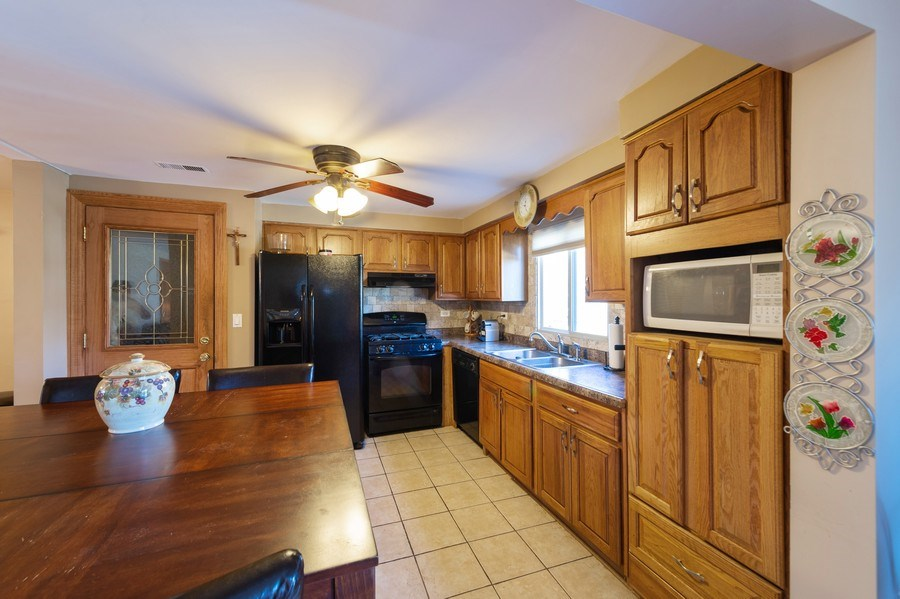 Real Estate Photography - 409 Pioneer, Addison, IL, 60101 - Kitchen