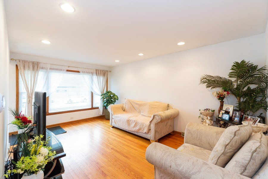 Real Estate Photography - 12904 Carondolet, Chicago, IL, 60633 - Living Room