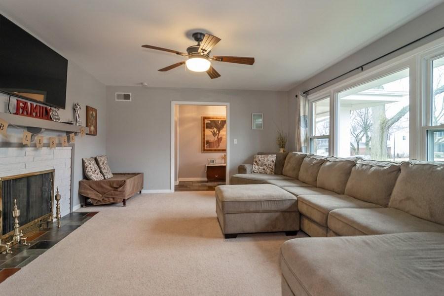 Real Estate Photography - 172 Cranston Court, Glen Ellyn, IL, 60137 - Living Room