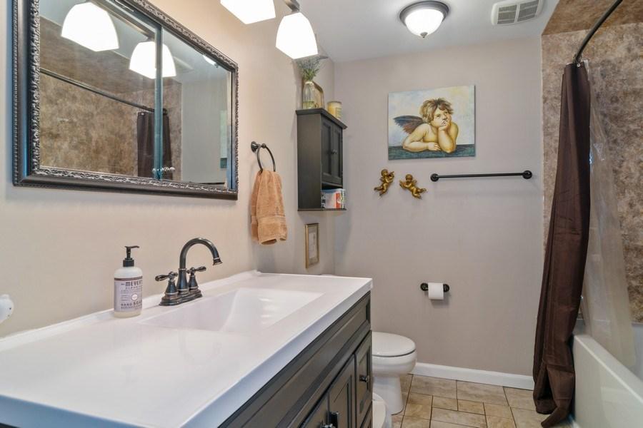 Real Estate Photography - 172 Cranston Court, Glen Ellyn, IL, 60137 - Master Bathroom