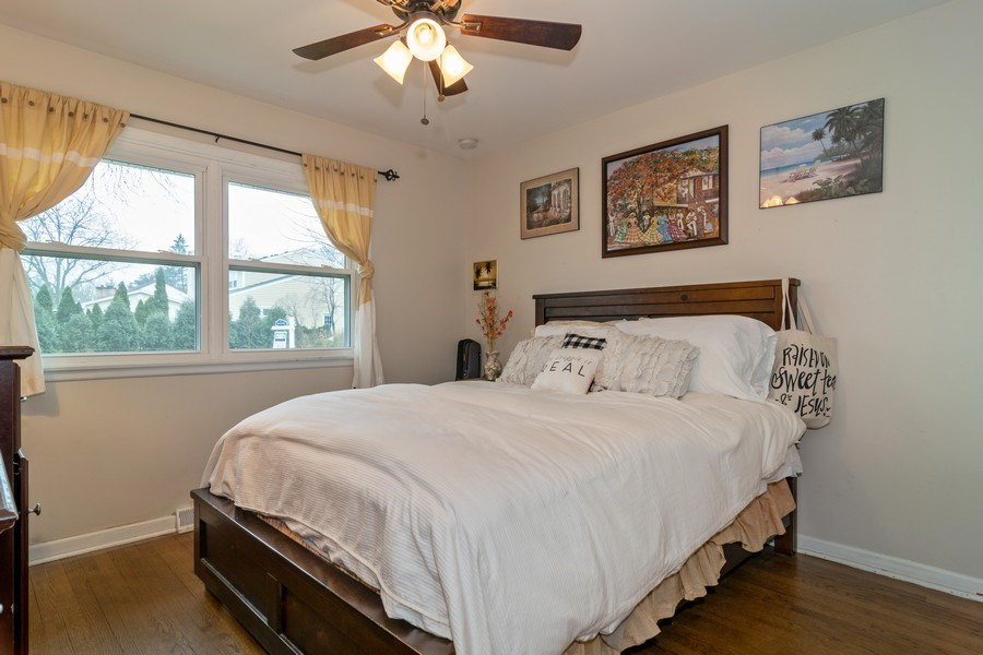 Real Estate Photography - 172 Cranston Court, Glen Ellyn, IL, 60137 - Guest Bedroom