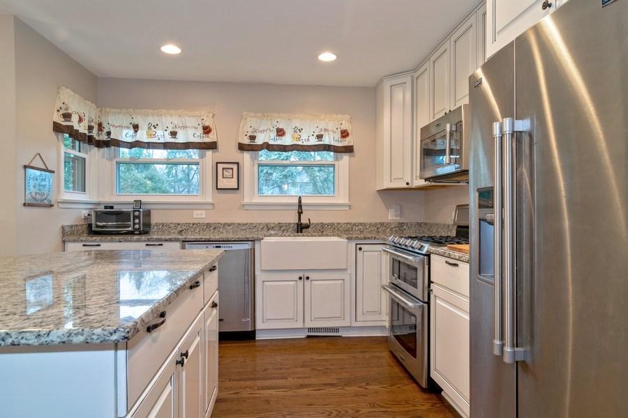 Real Estate Photography - 172 Cranston Court, Glen Ellyn, IL, 60137 - Kitchen