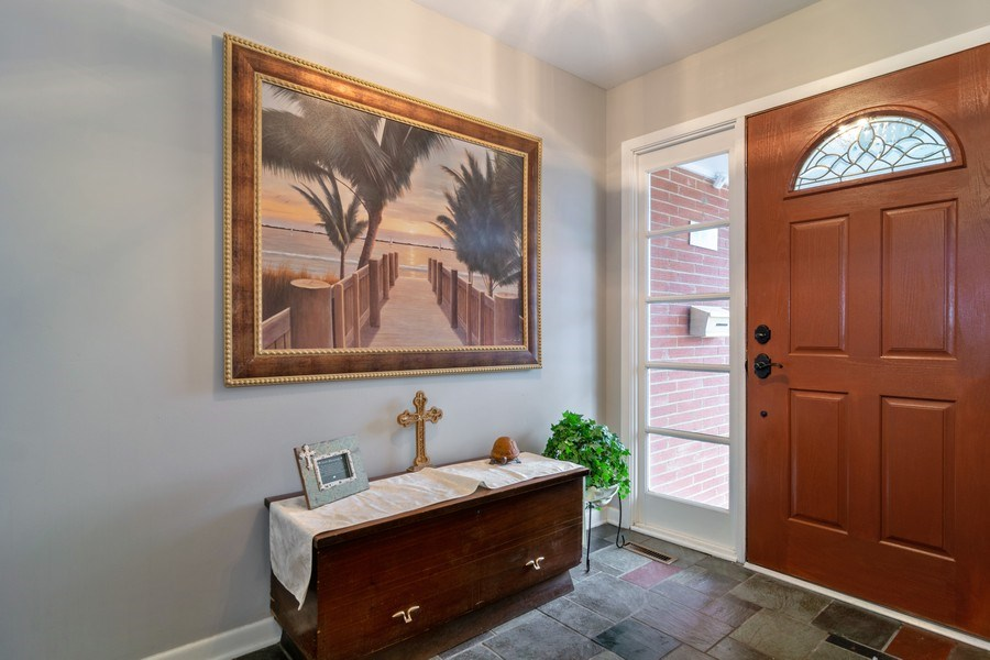 Real Estate Photography - 172 Cranston Court, Glen Ellyn, IL, 60137 - Foyer