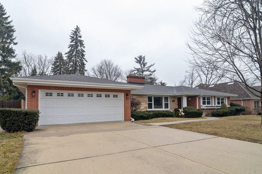 Real Estate Photography - 172 Cranston Court, Glen Ellyn, IL, 60137 - Side View