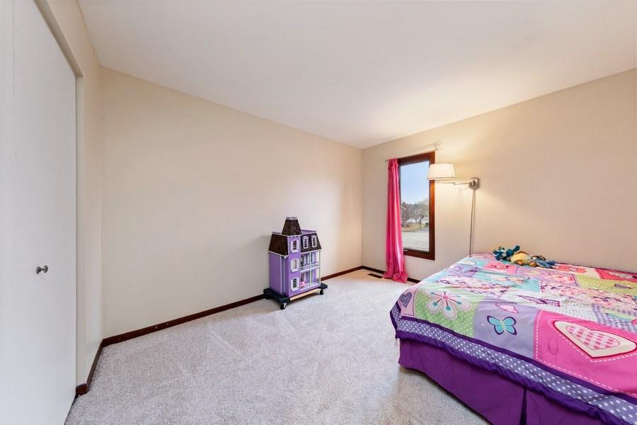 Real Estate Photography - 4980 Thornbark Dr., Hoffman Estates, IL, 60010 - 2nd Bedroom