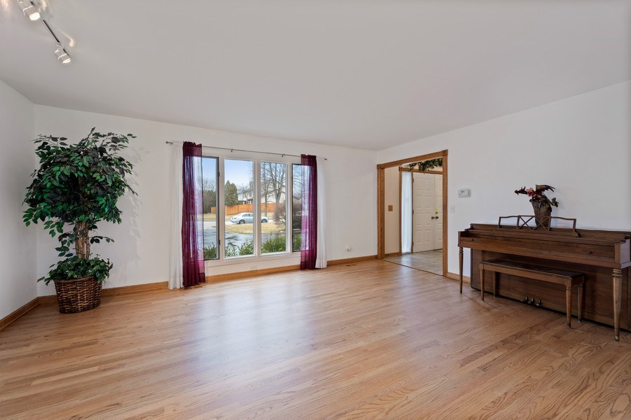 Real Estate Photography - 4980 Thornbark Dr., Hoffman Estates, IL, 60010 - Living Room