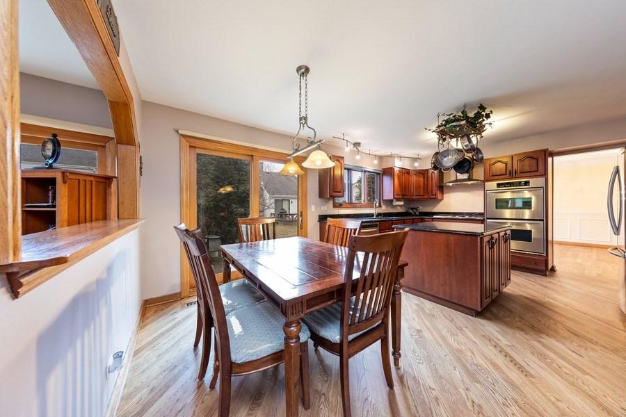 Real Estate Photography - 4980 Thornbark Dr., Hoffman Estates, IL, 60010 - Kitchen / Breakfast Room