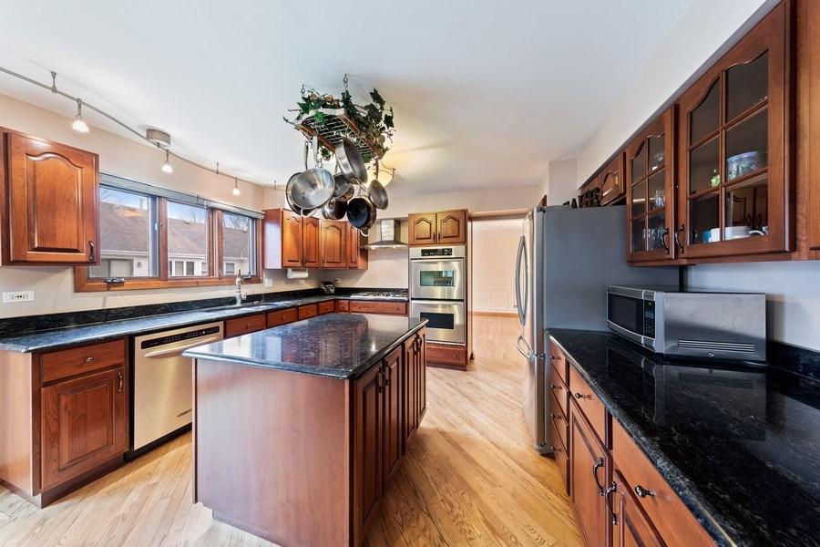 Real Estate Photography - 4980 Thornbark Dr., Hoffman Estates, IL, 60010 - Kitchen