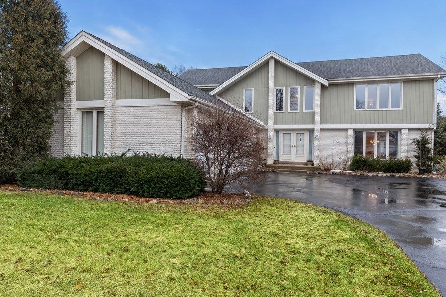 Real Estate Photography - 4980 Thornbark Dr., Hoffman Estates, IL, 60010 - Front View
