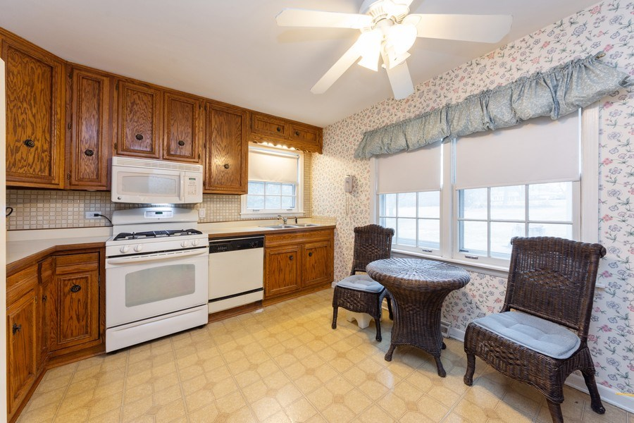 Real Estate Photography - 317 Canterbury Ln, Inverness, IL, 60010 - Kitchen / Breakfast Room