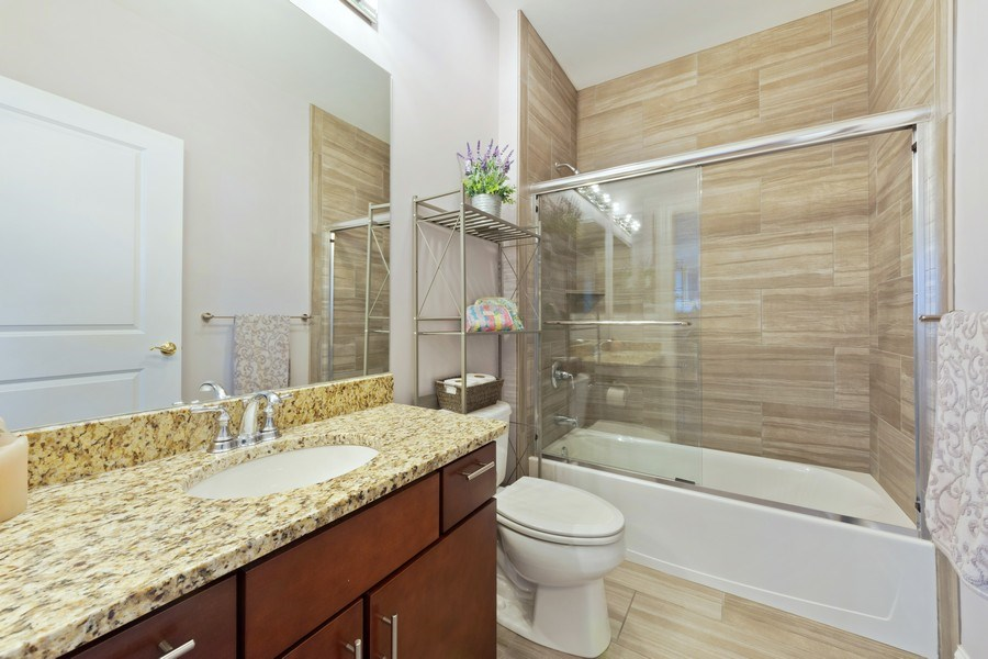 Real Estate Photography - 115 PRAIRIE PARK DR., UNIT 306, WHEELING, IL, 60090 - 2nd Bathroom