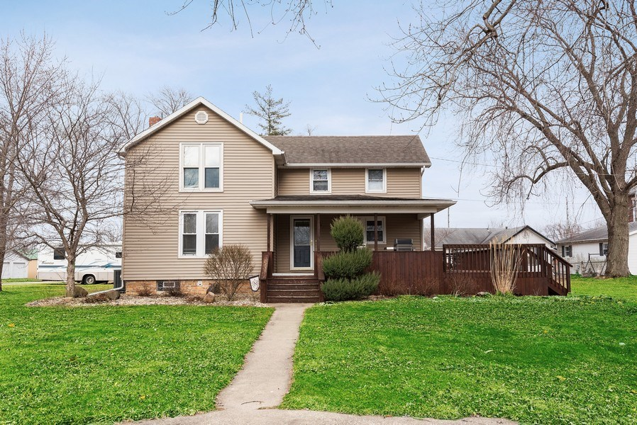 Real Estate Photography - 204 N Mill St, Aroma Park, IL, 60910 - Front View