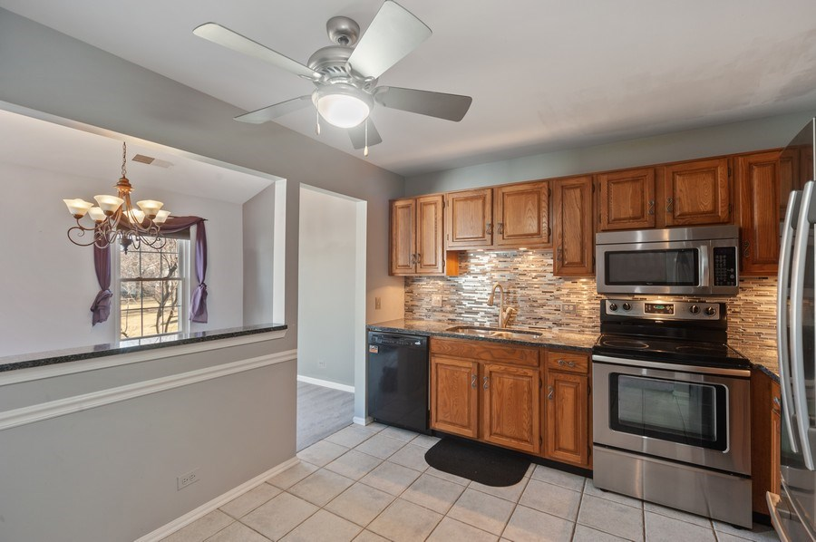 Real Estate Photography - 117B Rob Roy, Second flr, Prospect Hgts, IL, 60070 - Kitchen