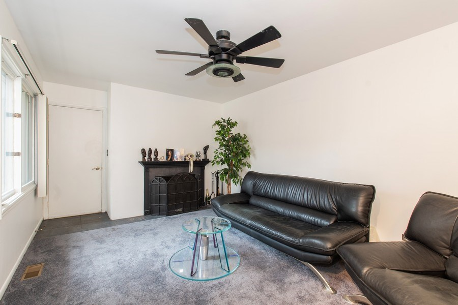 Real Estate Photography - 890 Swan, Deerfield, IL, 60015 - Living Room