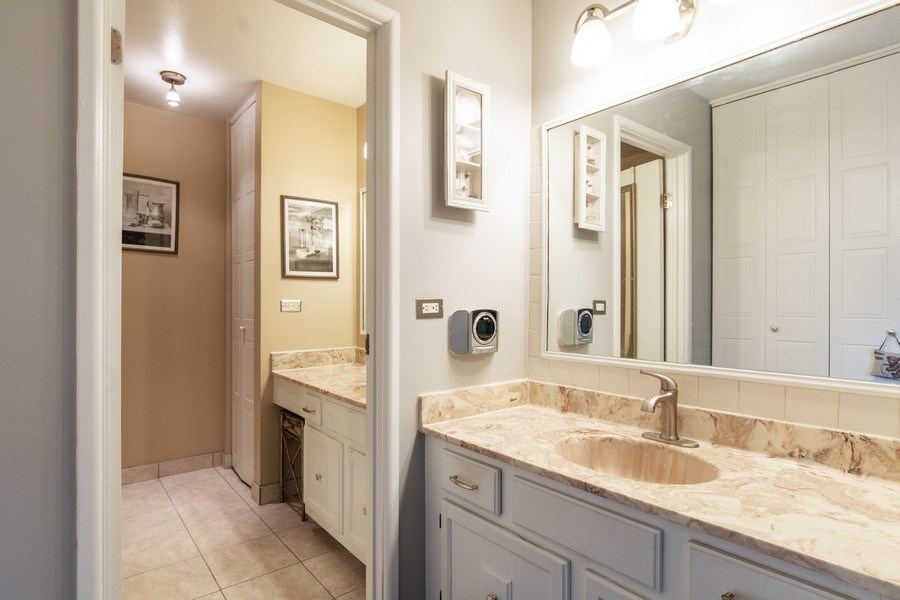 Real Estate Photography - 890 Swan, Deerfield, IL, 60015 - Master Bathroom