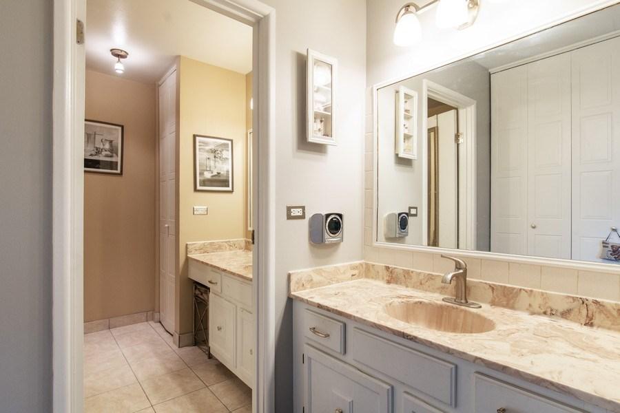 Real Estate Photography - 890 Swan, Deerfield, IL, 60015 - Master Bathroom