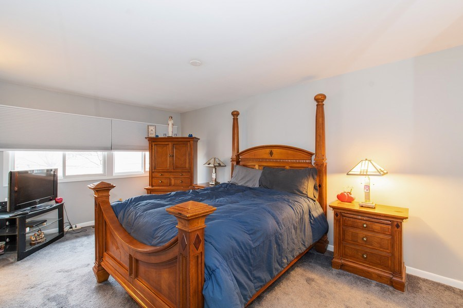 Real Estate Photography - 890 Swan, Deerfield, IL, 60015 - Master Bedroom