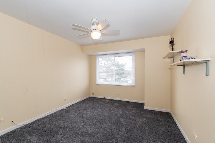 Real Estate Photography - 890 Swan, Deerfield, IL, 60015 - 2nd Bedroom