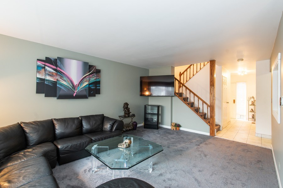 Real Estate Photography - 890 Swan, Deerfield, IL, 60015 - Family Room