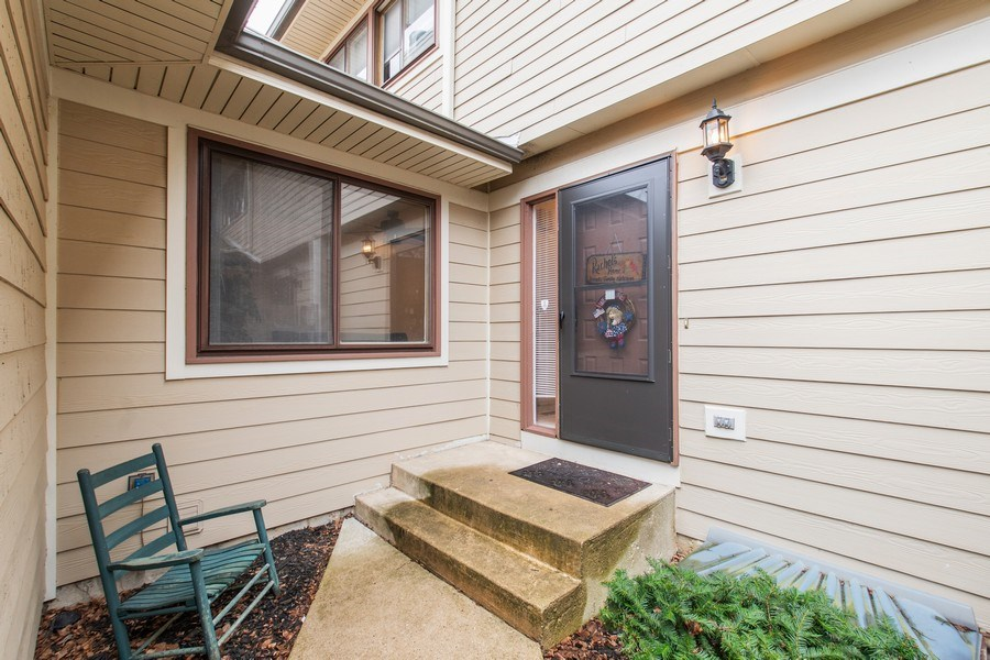 Real Estate Photography - 890 Swan, Deerfield, IL, 60015 - Front View